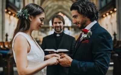 Qual a passagem da Bíblia que fala sobre casamento?